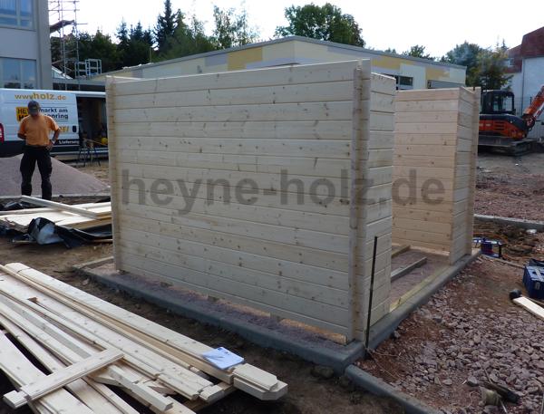 Aufbau eines Blockbohlenhauses